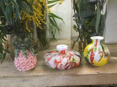 小ぶりな花瓶、カラフル花瓶、陶器花瓶、ガラス花瓶、